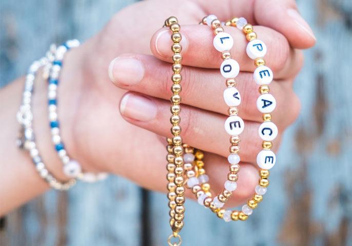 Charity Bracelets, Shop, spenden, gutes tun, helfen, schmuck, armbänder, namen, individuell